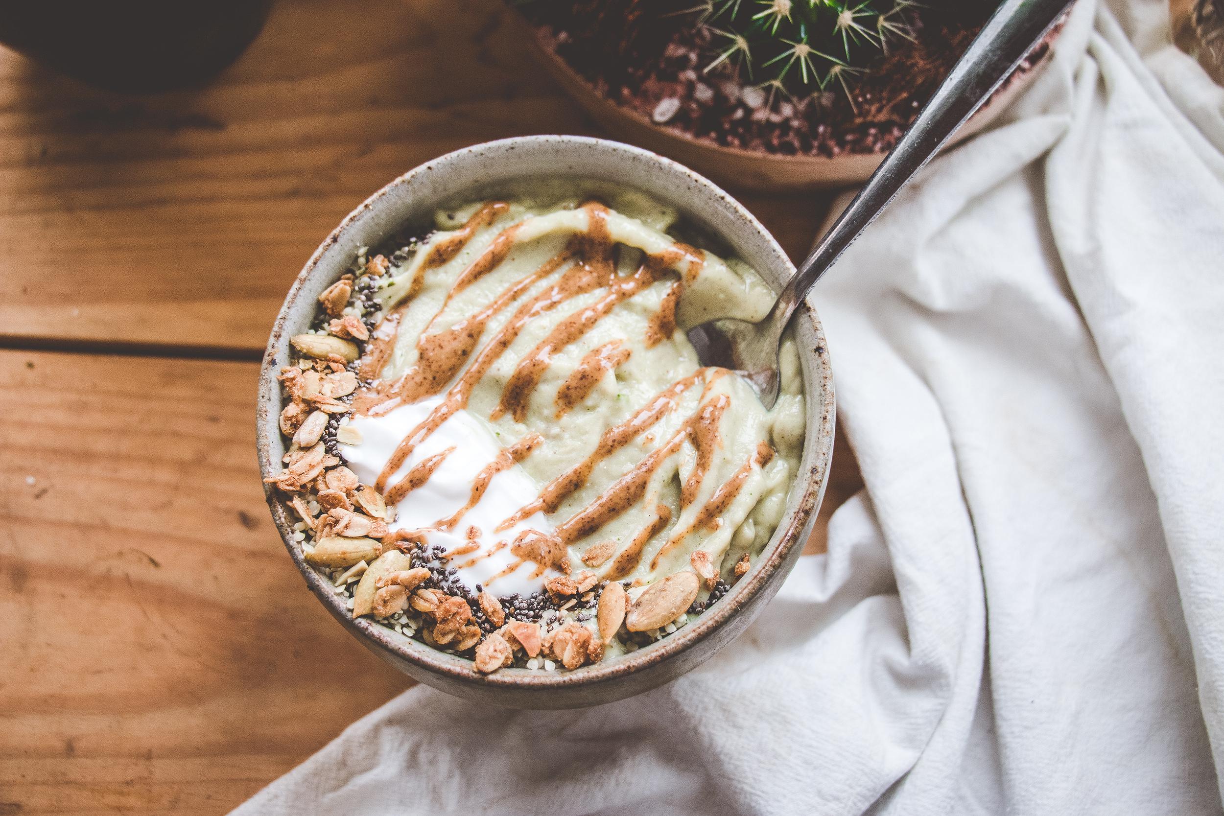 Almond-Chai Smoothie Bowl